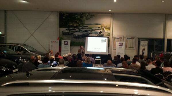 Snelle omgeving voor @SMC_0412 bijeenkomst over linkedin http://twitter.com/digibieb/status/380396551102689280/photo/1