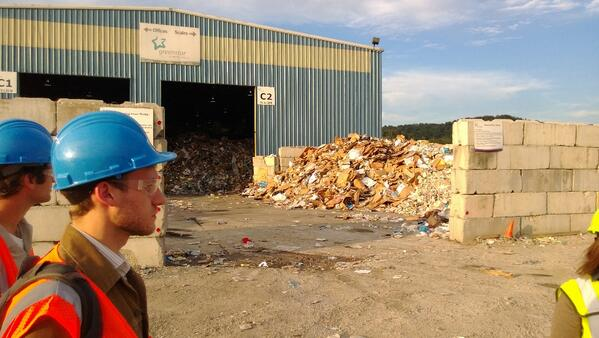 Tipping floor filled with commercial waste. 30 tons an hour! #recyclingtour <br>http://pic.twitter.com/acato1YBsL