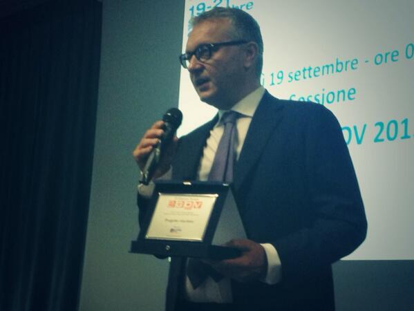 @riccardowired  @CalabriaInnova1 vince il premio E-gov sezione Servizi a imprese e startup! Evviva! #premioegov2013 http://twitter.com/CalabriaInnova1/status/380621764721532928/photo/1