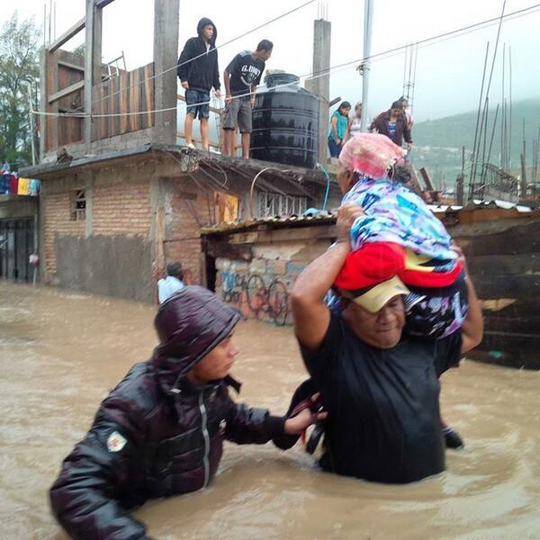 """""""@Velcn: @NTelevisa_com #Tixtla necesita ayuda urgente! #GuerreroNoSoloEsAcapulco http://twitter.com/Velcn/status/380566918882525184/photo/1"""" Ya urgen medicinas p/ infecciones"""