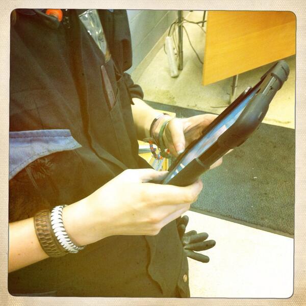 #kiltatapahtumat Ohjatulla kierroksella - Asentajakilta - iPad käytössä http://twitter.com/PauliinaMakela/status/380596317187108864/photo/1