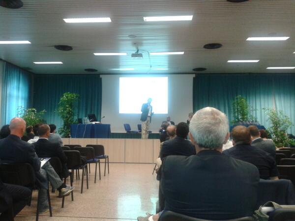 #premioegov2013 comincia la sessione: Moriondo parla di #agendadigitale http://twitter.com/Consorz_Arsenal/status/380606203677536256/photo/1