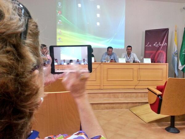 Ahora en #apdacongreso mesa redonda con @anacfp @Proel21 @alvaromartin77 @DIARIOBC y @blancopoley http://twitter.com/PuriCaraballo/status/380646289920114688/photo/1