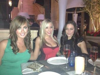 This was an awesome Vegas trip! #throwbackthursday with @Crystalwood and @glamchowdr http://t.co/xQa