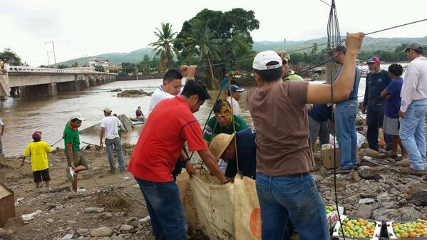 Estas son ganas de ayudar a nuestros paisanos que tanto nos necesitan. #GuerreroNoSoloesAcapulco http://twitter.com/DinitiBoo/status/381115921156165633/photo/1