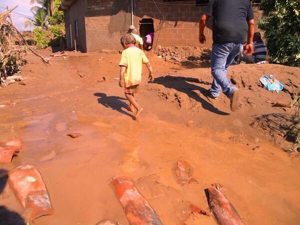 En lo personal una de las imágenes que más me rompió el corazón @primerotuimagen  RT por #GuerreroNoSoloesAcapulco http://twitter.com/coyuquita/status/381114256684351488/photo/1