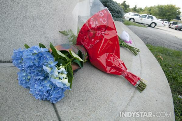 Flowers are put as a memorial to IMPD officer Rod #Bradway on the steps of the Northwest District Headquarters http://twitter.com/danesekenon/status/381066324392157186/photo/1