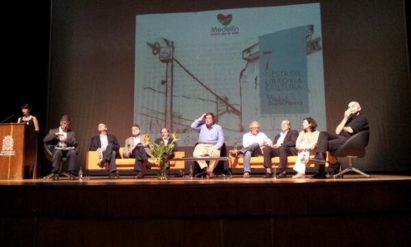 Inicia charla El mejor oficio del mundo en el Camilo Torres de la @udea  Restan 3 días para disfrutar la #FiestaLibro http://twitter.com/FiestaLibro/status/381078197544034304/photo/1