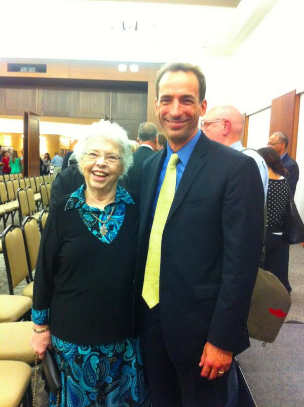 Paul Tough On Twitter After My Talk At The Fred Rogers Center Last Night I Had The Honor Of Meeting Mister Rogers S Widow Joanne Http T Co Efareooew3