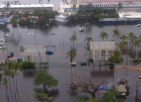 ~#Acapulco guerrero este paraíso de #México se recupera de las fuertes inundaciones creadas por el #Huracan #Emanuel http://twitter.com/chidonoticias/status/381152721962692608/photo/1
