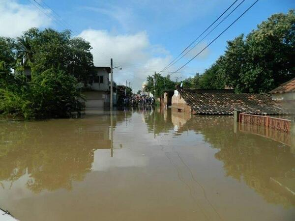 Una tristeza #TierraCaliente #NuevoGuerrero #RioBalsas #Tlapehuala #Inundaciones #Guerrero Foto: A.S.B http://twitter.com/napsterjc/status/381349152333910016/photo/1