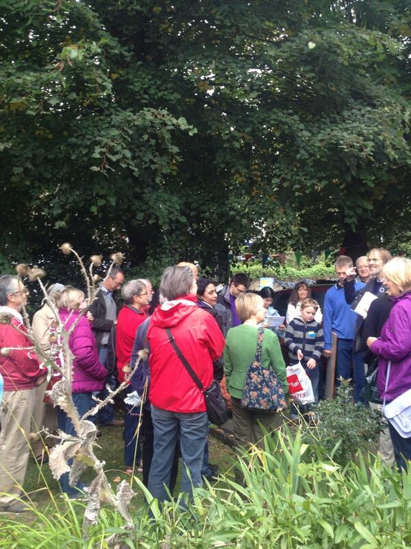 Yet another packed Allan Brigham tour #castlehill13 http://twitter.com/marisitacarmen/status/381399384555921408/photo/1