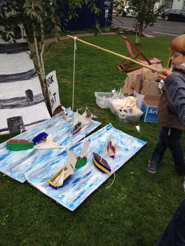Boat catching, #castlehill13 til 5pm http://twitter.com/kettlesyard/status/381408317358100481/photo/1