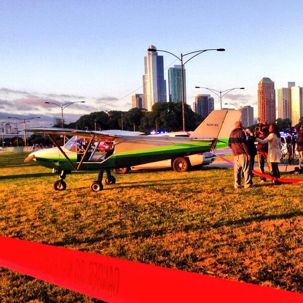 Whoops! RT @slow911: An experimental plane landed on Lake Shore Drive. #Chicago #nostunt http://twitter.com/slow911/status/381751691600613376/photo/1
