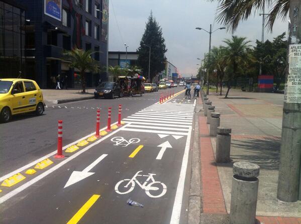 ¿Quien dijo que el espacio público es solamente para carros? BiciCarriles generan inclusión social.  @bogotaet http://t.co/4Y3miwJ4HR