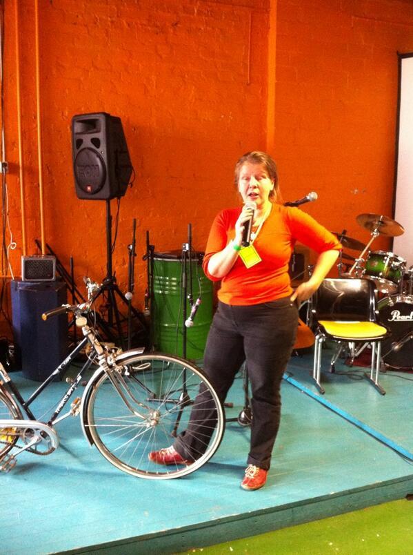 #wärkfest #tapahtuma'n lavalla @MinLii kertoo #LinnaBikeShop toiminnasta ja polkupyörien tuunauksesta http://twitter.com/PauliinaMakela/status/386781944081842176/photo/1