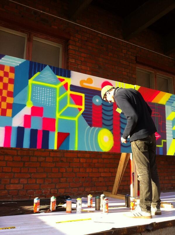 #wärkfest #warkfest graffitin tekoa tapahtuman aikana ulkoseinällä http://twitter.com/PauliinaMakela/status/386848742101778432/photo/1