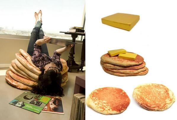 バターをのせたホットケーキのような(重ねた座布団みたいな)クッション