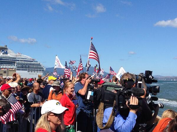 Special atmosphere at the #AmericasCup for the final and deciding race! http://twitter.com/amitnis/status/382947601017864193/photo/1