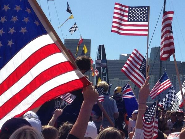 The #AmericasCup teams face off before the final race... If the wind isn't too strong @BBCNewsUS http://twitter.com/aleithead/status/382947635851567106/photo/1
