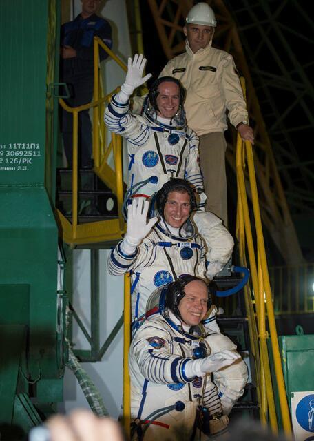 Lancement & fin de mission de Soyouz TMA-10M  - Page 3 BVCRyhJCUAAxker