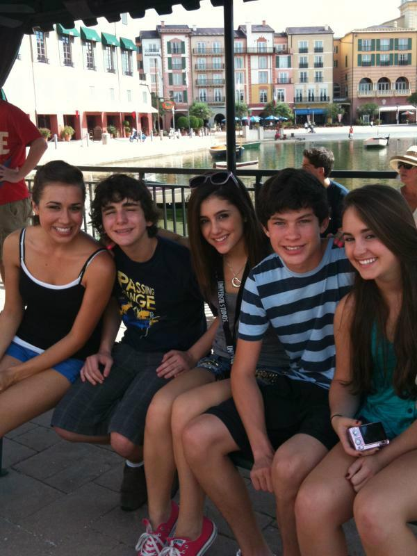 remember the fetus no drama Arianator times ....  Colleen, Aaron, Ariana, Graham, and Alexa at disney http://t.co/P9mFBrop1K
