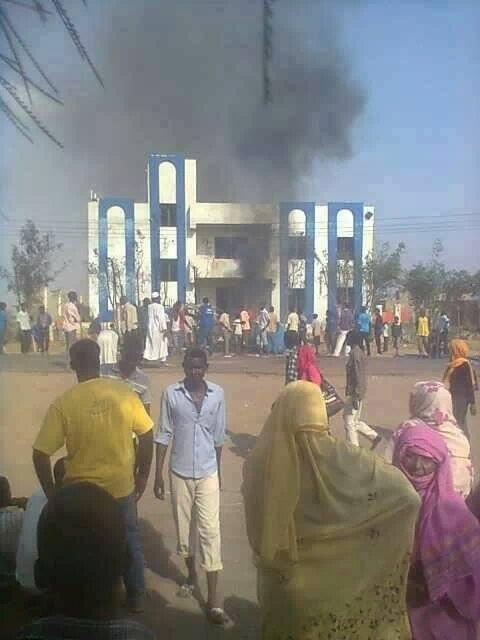 Khogalab, north of Bahri city this morning #Sudan #SudanRevolts http://twitter.com/Namaa0009/status/383143942423707648/photo/1