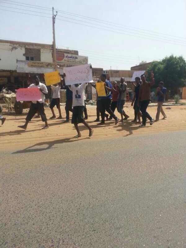 الان شباب جبره يهتفون سلميه سلميه #Abena  #أبینا  #Sudan  #SudanRevolts http://twitter.com/girifna/status/383212615565967360/photo/1