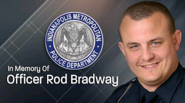 Thoughts and prayers go out to the family of Rod Bradway and IMPD. Pray for peace and comfort. ♥ http://twitter.com/THiSLiTTLEM0MMA/status/383257364209496064/photo/1