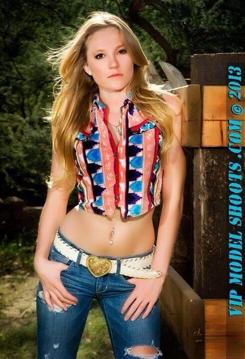 #WesternPhotoshoot #Country #Modeling #LookPretty #PlayDirty pic.twitter.com/lGq82OywoR