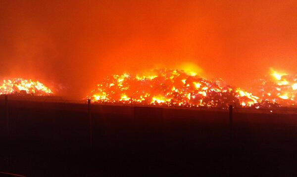 MT @News10_CA: Crews battle massive hay fire, drivers battle heavy smoke in Winters #cawx http://twitter.com/News10_CA/status/383572969672286210/photo/1