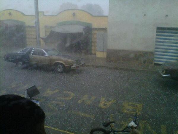 LA FOTO: Reportan fuerte lluvia con granizo en Carora, estado Lara este viernes: http://twitter.com/ReporteGuanare/status/383709769875202048/photo/1 via @ReporteGuanare