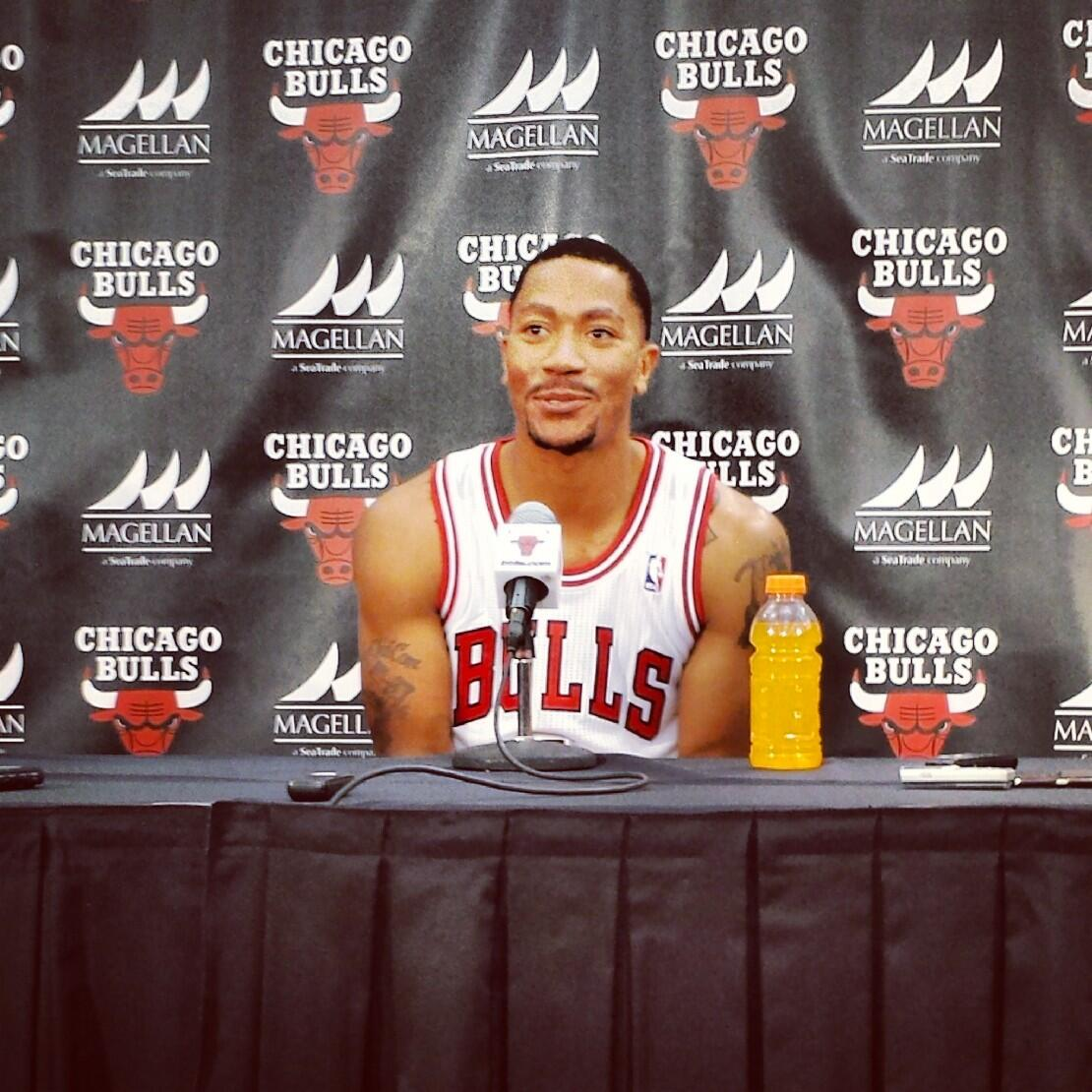 Derrick Rose is back in a Bulls uniform, finally. (@chicagobulls)