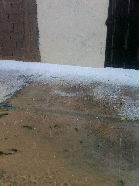 Fuerte aguacero con granizo cayó en Carora edo Lara. FOTO de @mjsosa84 http://twitter.com/mjsosa84/status/383694641075208192/photo/1 via @YosefMel