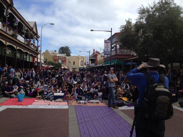 Just a few people in Freo! #gofreo #OneToGo http://twitter.com/Fremantle_FC/status/383784498912976897/photo/1