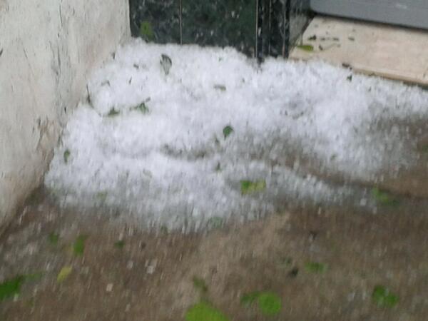 carora estado lara. a las 3 y 30 adorno los cielos una lluvia de granizos. http://twitter.com/gonzdarr/status/383811909348491264/photo/1