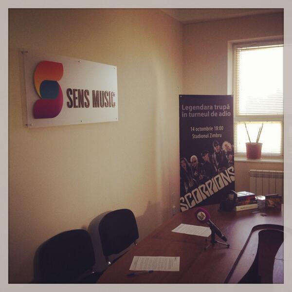 Sala de conferință în ziua lansării. Mulțumim partenerilor Sens Music! http://t.co/TBp7Z5Fe2X