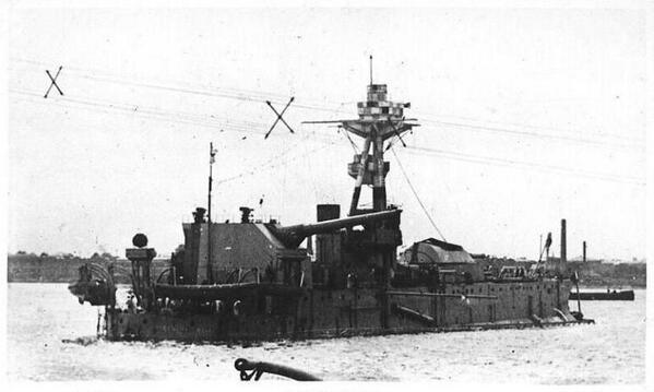 でも、世の中にはこういう船もあった。45センチ砲1門を積んだ、全長102mのお船。どこの国だって? 言わせんなよブリテン以外ねーだろ。