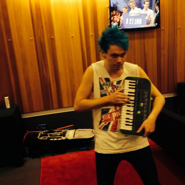 Michael Clifford Hair Timeline 5 Seconds Of Summer on...