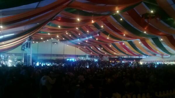 Ultima mea seara la #cibinfest si probabil cea mai grea. Ora 7 si cortul e iar plin pic.twitter.com/kdTHOCI2ea