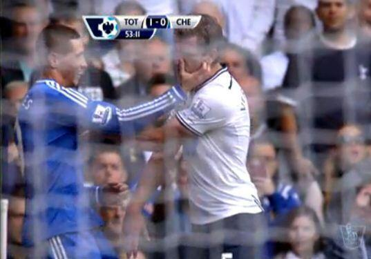 WTF? Fernando Torres grabs Jan Vertonghen by the face like a Mafiosa (Spurs   Chelsea)