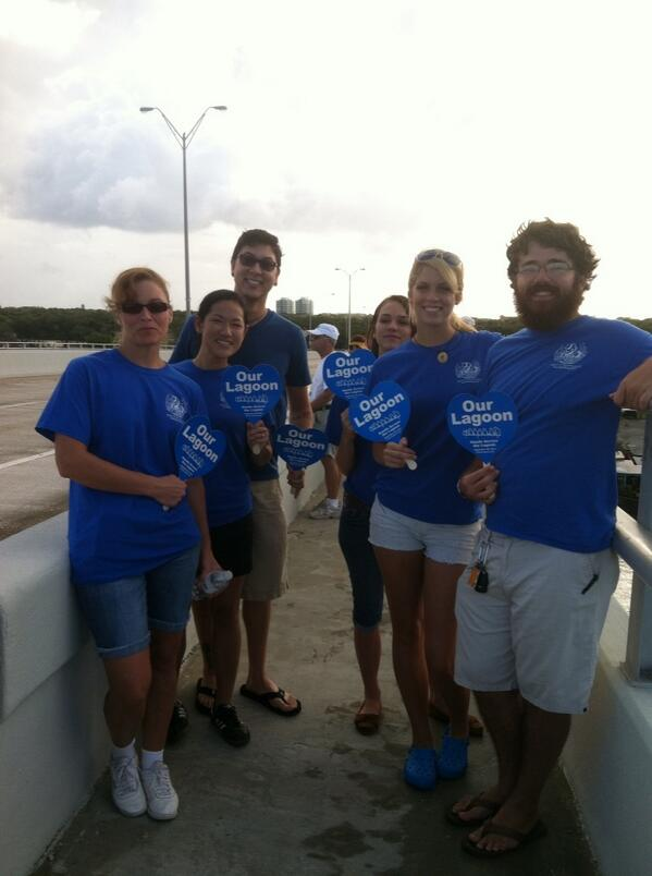 Students from FIT Vero Beach Marine Lab at Hands across #indianriverlagoon as motorists honk support http://twitter.com/TCPalmCheryl/status/383943125946732544/photo/1