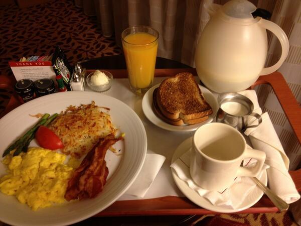 Starting my Con morning off right! Good morning @CatalystCon!! #RoomService #Ballin #Ccon http://twitter.com/DirtyLola/status/383946187801255936/photo/1