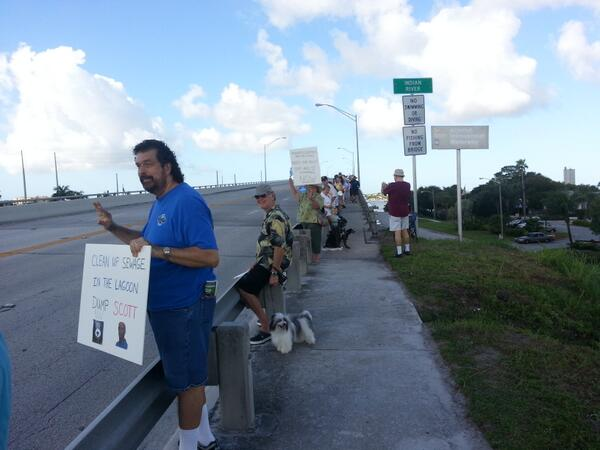 #indianriverlagoon Crowd picking up in #fortpierce. http://twitter.com/MichaelGoforth/status/383949317033451520/photo/1