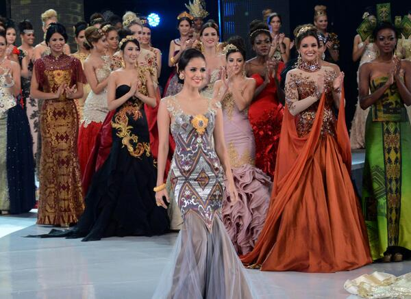 Miss Philippines crowned Miss World 2013 in Bali. http://t.co/JWBwp6d9Xo http://t.co/7rhLFcHDbA #stfd