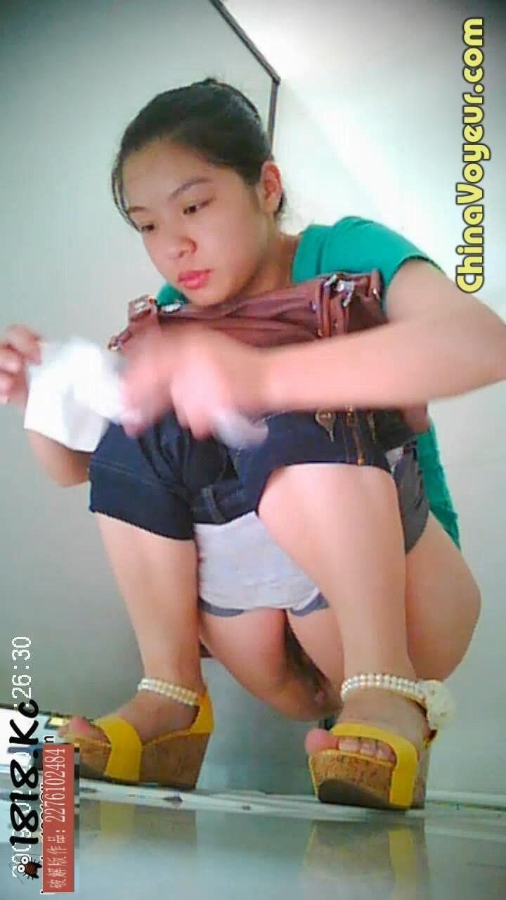 asian piss babes on twitter asian babe caught in the act