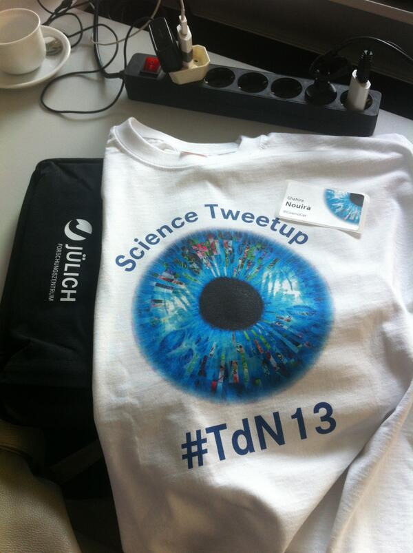 Goodies goodies goodies :) #ScienceTweetup #TdN13 http://twitter.com/CosmoCat/status/384213852147449856/photo/1