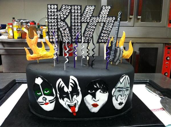Excellent Kiss On Twitter Check Out This Amazing Kiss Birthday Cake Funny Birthday Cards Online Overcheapnameinfo