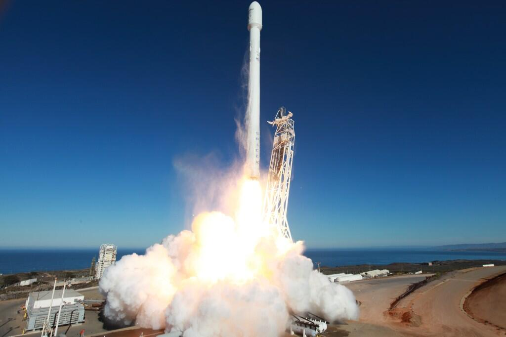 Lancement Falcon 9 V1.1 • Cassiope • Vandenberg - Page 7 BVWjCmQCIAAyaxN