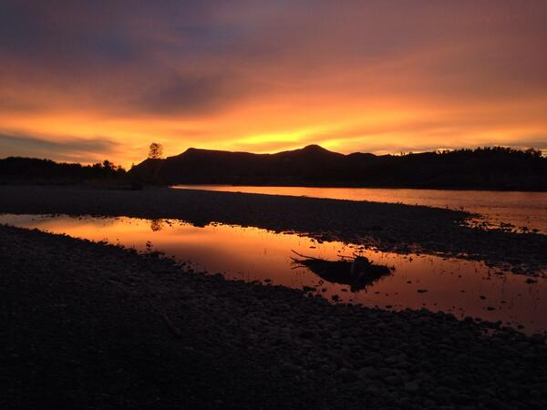 Sunrise on the Yellowstone — a benefit of living in Montana. http://t.co/eyykB2OeEG